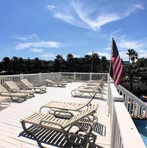 Classy Condo Overlooking Pool & Tropical Landscaping In Palm Cove! photos Exterior