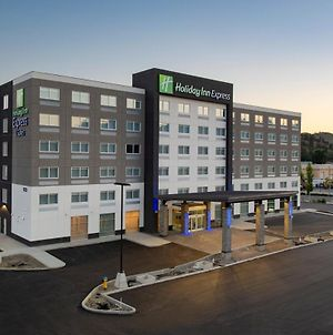 Holiday Inn Express & Suites Kelowna - East, An Ihg Hotel photos Exterior