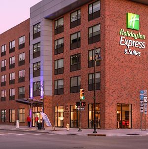 Holiday Inn Express & Suites Tulsa Downtown photos Exterior