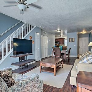 Ideally Located Tampa Townhome With Shared Pool photos Exterior