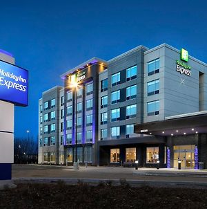 Holiday Inn Express Red Deer North photos Exterior