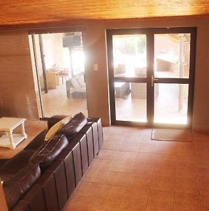 7 Bed Apartment Available @ 189 Diaz Street Windhoek photos Exterior