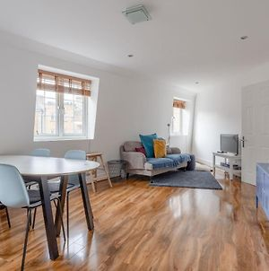 Modern And Central 2 Bedroom Minutes From Euston Station photos Exterior