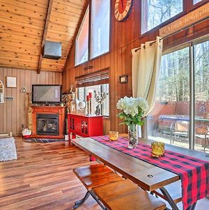 Chic Poconos Chalet With Deck And Lake Access! photos Exterior