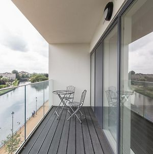 2 Bedroom Merchant Gate, Riverside Square Apartment With Views And Balcony, By Claire Walton Property photos Exterior