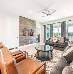 Captivating Home With Themed Bedrooms, Water Park Access, Near Disney photos Exterior