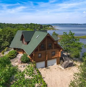 Chester Private Villa With Stunning Oak Island Views photos Exterior