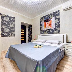 Four-Room Apartment Near The Opera Of Ukraine photos Exterior