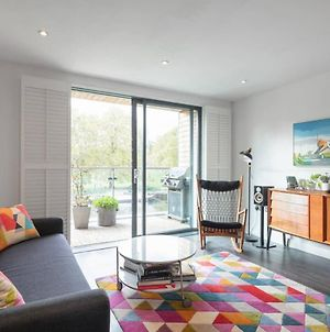 Stylish 2Bd With Views Of The River Lea photos Exterior