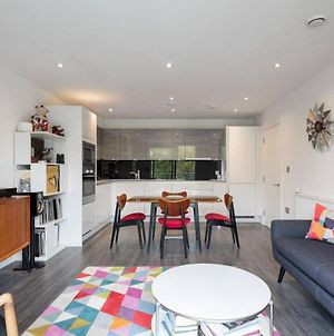 Stylish 2 Bedroom Apartment With Views Of The River Lea photos Exterior