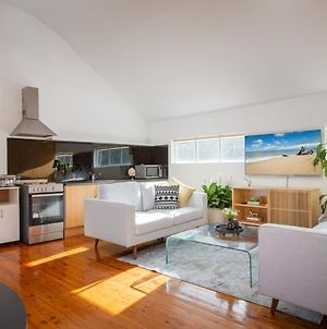 Sunlit Two-Bedroom Unit With Sprawling Bbq Deck photos Exterior