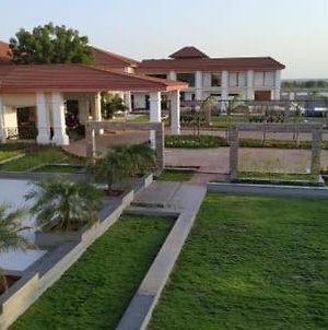Spoorti Resort & Club A Unit Of Siddharth Reality photos Exterior
