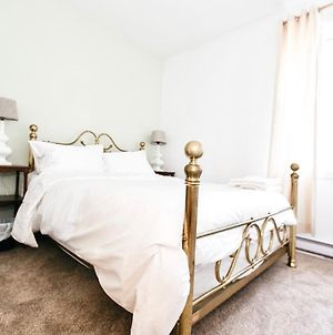 Lovely 2 Bedroom Condo In The Heart Of Victoria photos Exterior