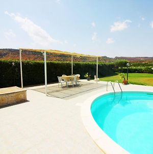 Serene Villa In Floridia With Swimming Pool photos Exterior