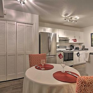 Townhome With Fireplace, Walk To Shops And Dining! photos Exterior