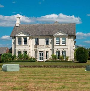 Lavish Holiday Home In Worcestershire With Jacuzzi photos Exterior