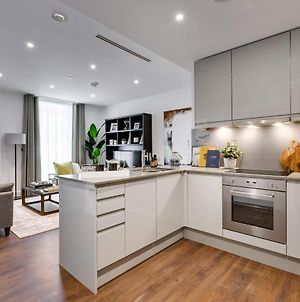 Modern 1 Bedroom Apartment Close To Canary Wharf With Superfast Wifi - Great For Students photos Exterior