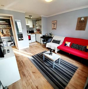 Budget Ground Floor Flat With Parking & Wifi photos Exterior