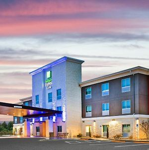 Holiday Inn Express & Suites Junction, An Ihg Hotel photos Exterior