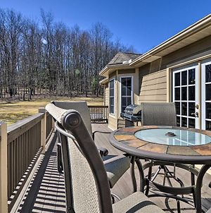 Private Family Home With Deck And Forest Views! photos Exterior