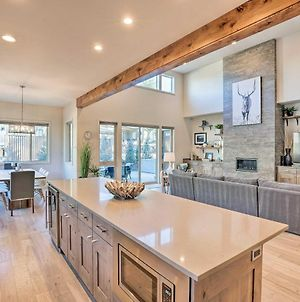 Luxe Mt Bachelor Retreat With Hot Tub And Patio! photos Exterior