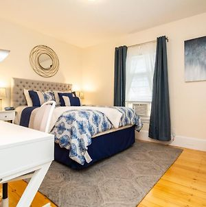 Bright, Newly Renovated 1Bed, 1Bath, Close To Bc, St. Elizabeths, Sleeps 4 photos Exterior