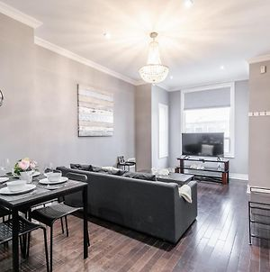 Newly Renovated - Modern 3Br Apartment - Trinity Bellwoods! photos Exterior