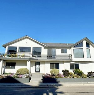 Remodeled 3 Bedroom 2.5 Ba. Amazing Beach Location With Stunning Views! Sleeps 8 photos Exterior