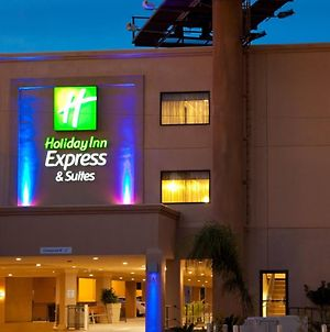 Holiday Inn Express Hotel & Suites Woodland Hills photos Exterior
