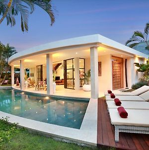 Seminyak White Design Villa photos Exterior
