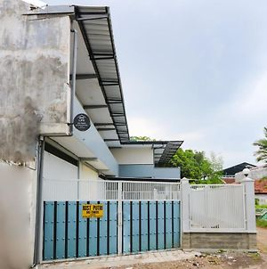 Oyo Life 3187 Kost Putri Bu Chris photos Exterior