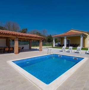 Villa For 6 Persons With Private Pool, Parking And Garden In Rovinj photos Exterior