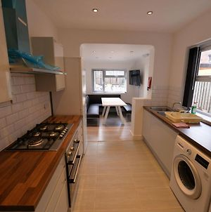 Inviting Holiday Home In Coventry Near Coventry University photos Exterior