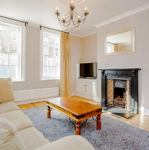 Large 4 Bedroom Home In Central Greenwich photos Exterior