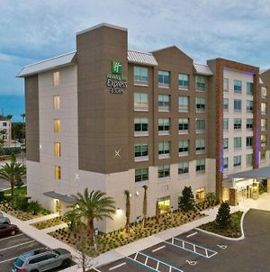 Holiday Inn Express And Suites Orlando - Lk Buena Vista Area photos Exterior