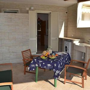 Cosy Apartment Near The Beach With Patio & Balcony; Pets Allowed; Parking photos Exterior