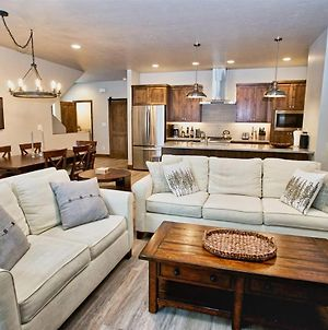 Silverpine Hideaway - Short Walk To Downtown - Air Conditioning - Xbox - Sonos Sound System photos Exterior