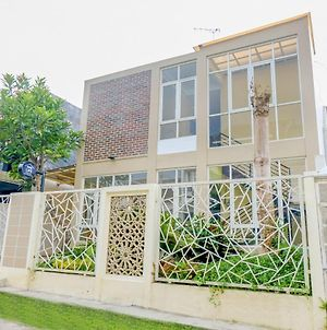 Oyo Life 2748 Omah Anin Boarding House photos Exterior