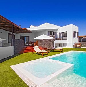 Puerto Calero Villa Sleeps 8 With Pool And Air Con photos Exterior