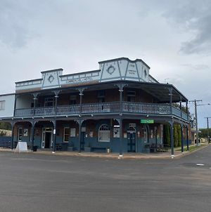 Commercial Hotel Curlewis photos Exterior