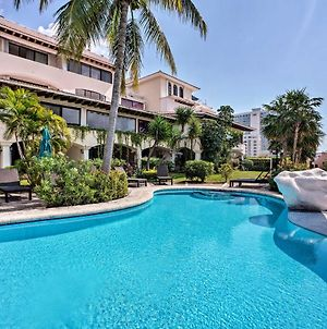 Updated Oceanside Townhome, 1 Block To Beach! photos Exterior