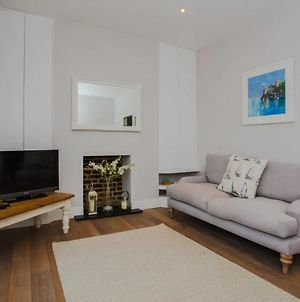 Classic And Elegant 3 Bedroom Apartment With Private Garden photos Exterior