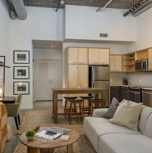 @ Middle Of Hollywood: Chic Loft, Pet Ok! photos Exterior