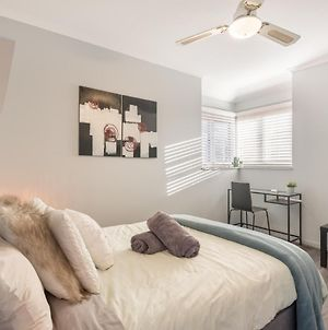 Boutique Private Rm Situated In The Heart Of Burwood 6 photos Exterior