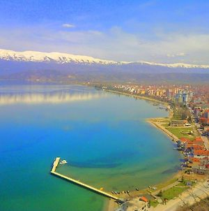 Wonderful Front Lake Apartment In The Center Of Pogradec photos Exterior
