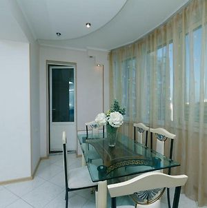 Luxury Apartments With 3 Bedrooms 160 Meters. Metro Minsk Dream Town photos Exterior