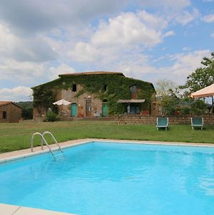 Scenic Farmhouse With Swimming Pool By Forest In Sorano photos Exterior
