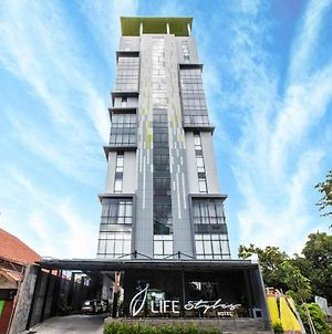 The Life Styles Hotel Surabaya photos Exterior