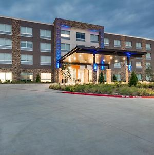 Holiday Inn Express & Suites Dallas North - Addison photos Exterior