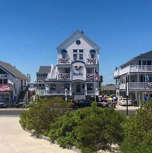 Airy Coastal Getaway - Walk To Hampton Beach! photos Exterior